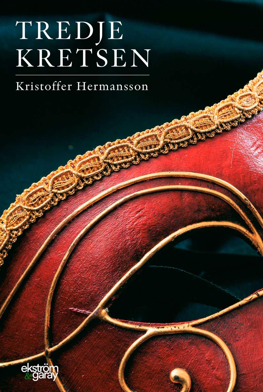 """Debuterande Kristoffer Hermansson från Linköping har skrivit en roman om 17-årige Edmund vars tillvaro ruskas om när han flyttar in i en till synes hemsökt våning, träffar Laura och dras in i en värld av popmusik, droger och hemliga sällskap. Men varje steg för honom närmare svaret på vad som gör livet till det livet borde vara. """"Tredje kretsen"""" är en utvecklingsroman med litterära referenser, en berättelse om en ung mans inre resa, för att finna den stora kärleken, och inte minst - en lösning på tillvarons tomhet.   Juni 2019"""